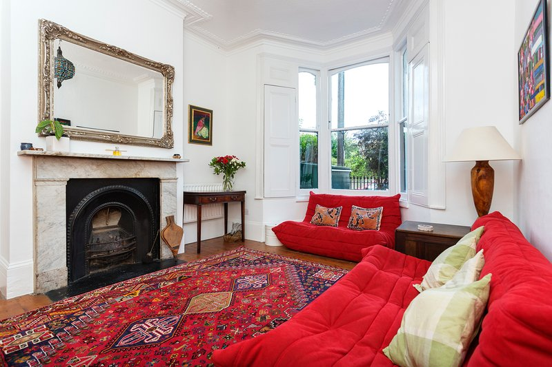 Spacious townhouse with a secluded, leafy garden -- perfect for a family or group of friends - Image 1 - London - rentals