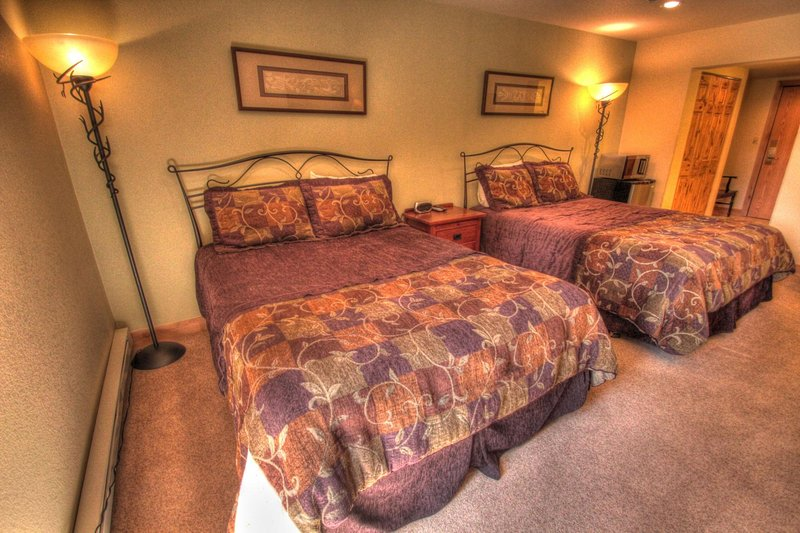 """SkyRun Property - """"CM247H Copper Mtn Inn"""" - Hotel Room - This hotel room features 2 queen size beds and new bedding. - CM247H Copper Mtn Inn - Copper Mountain - rentals"""