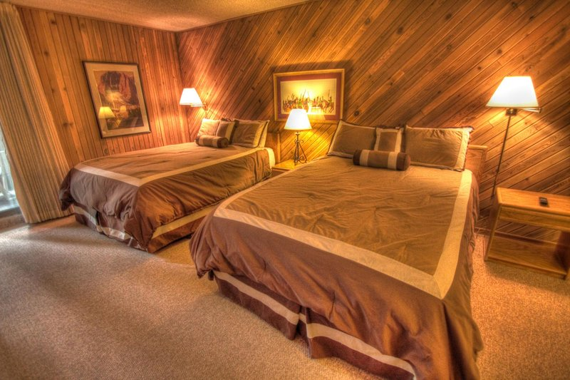 """SkyRun.com Property - """"CM112H Copper Mtn Inn"""" - Hotel Room - This hotel room features 2 queen size beds. - CM112H Copper Mtn Inn - Copper Mountain - rentals"""