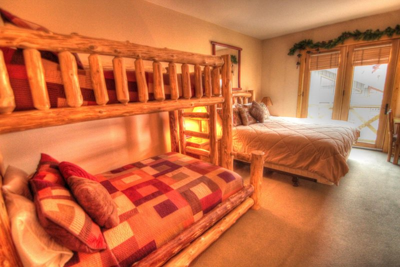"""SkyRun Property - """"TM407H Tucker Mtn Lodge"""" - Hotel Room - This hotel room has a set of bunk beds with a double on the bottom and twin on top. - TM407H Tucker Mtn Lodge - Copper Mountain - rentals"""