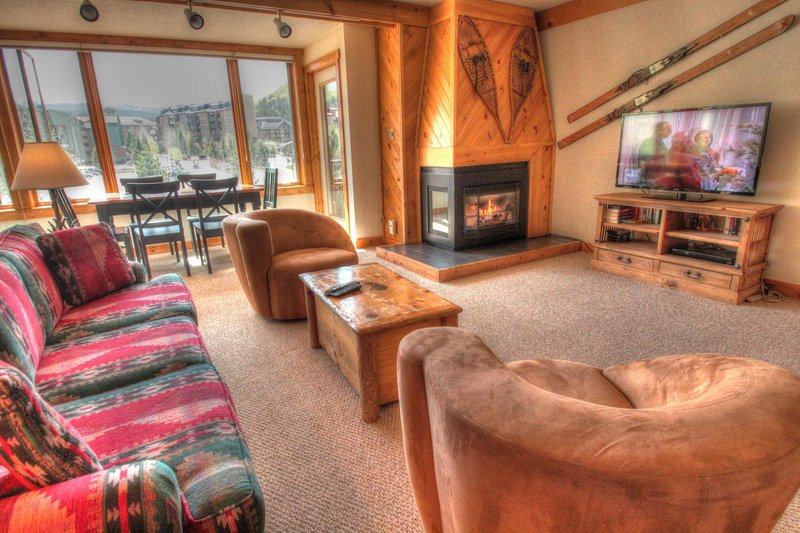 "SkyRun Property - ""SH404 Summit House"" - Living Room - Enjoy the big game on the new flat screen TV in the living room. - SH404 Summit House - Copper Mountain - rentals"