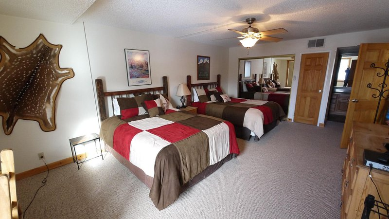Master Bedroom 1 - With two queen beds and full private bathroom - SH404 Summit House - Copper Mountain - rentals