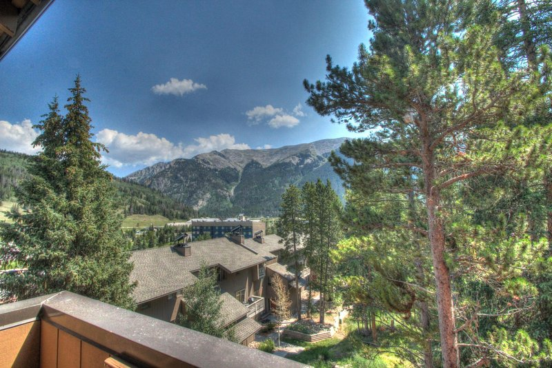 "SkyRun Property - ""CM417H Copper Mtn Inn"" - Private Balcony View - Enjoy stunning views of the Ten Mile Range and the Sky Chutes from your private balcony. - CM417H Copper Mtn Inn - Copper Mountain - rentals"