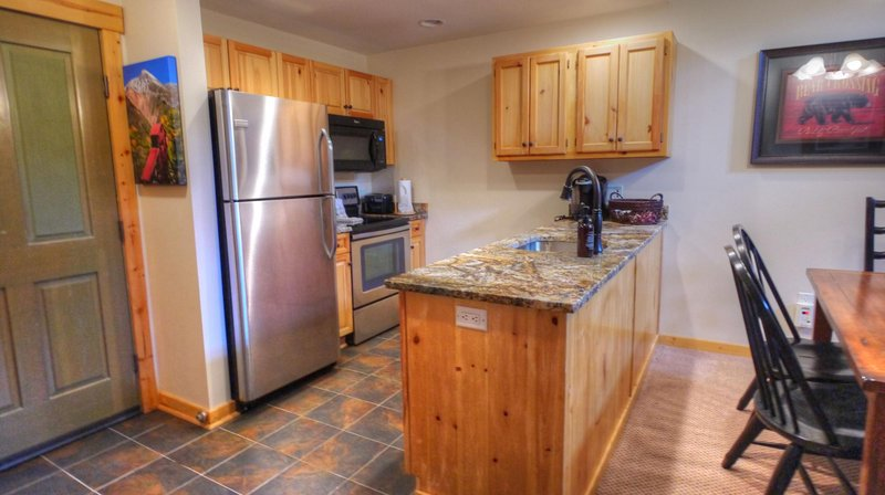 "SkyRun Property - ""TX413  Taylors Crossing"" - Newly Remodeled Kitchen - New appliances and gorgeous granite counter-tops - TX413  Taylors Crossing - Copper Mountain - rentals"