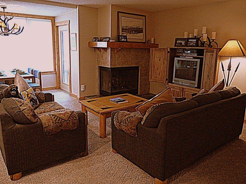 """SkyRun Property - """"SH403 Summit House"""" - Living Room with Gas Fireplace - SH403 Summit House - Copper Mountain - rentals"""