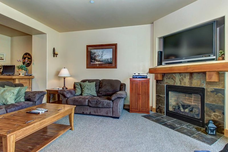 Beautifully furnished home with private hot tub and community pool/fitness room! - Image 1 - Park City - rentals