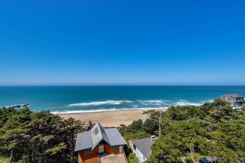 Newly remodeled dog-friendly condo w/ marvelous ocean views, easy beach access! - Image 1 - Lincoln City - rentals