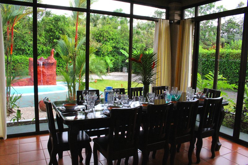 Welcome to Palm House! Dinning for 10 people with large widows looking out to the pool and volcano. - CDCR - Palm House 50% DISCOUNT Sept-Dec 14 - La Fortuna de San Carlos - rentals