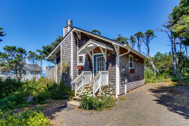 Cozy dog-friendly cottage with great ocean views and fantastic location! - Image 1 - South Beach - rentals