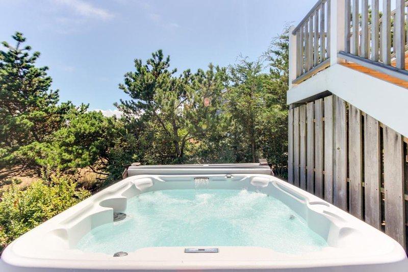 Modern, waterfront, dog-friendly house w/ ocean view, hot tub, & beach access! - Image 1 - Warrenton - rentals