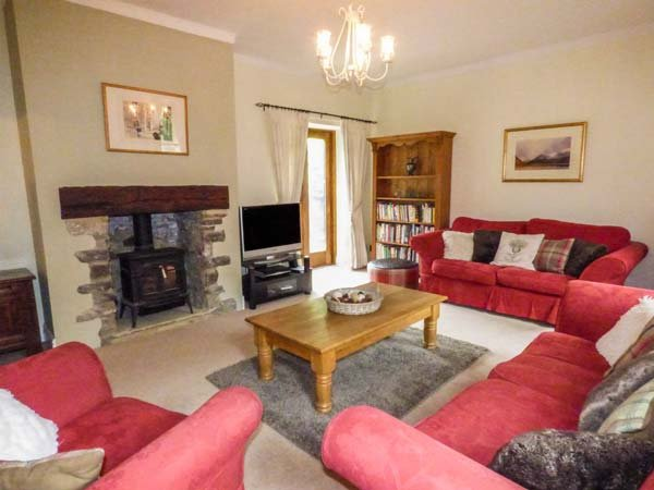 THE STABLES, five bedrooms, garden with stream, pet-friendly, WiFi, in Buxton, Ref 936324 - Image 1 - Buxton - rentals