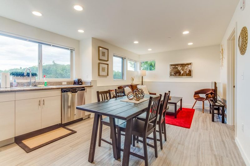 Dog-friendly International District condo w/ gorgeous views! - Image 1 - Seattle - rentals