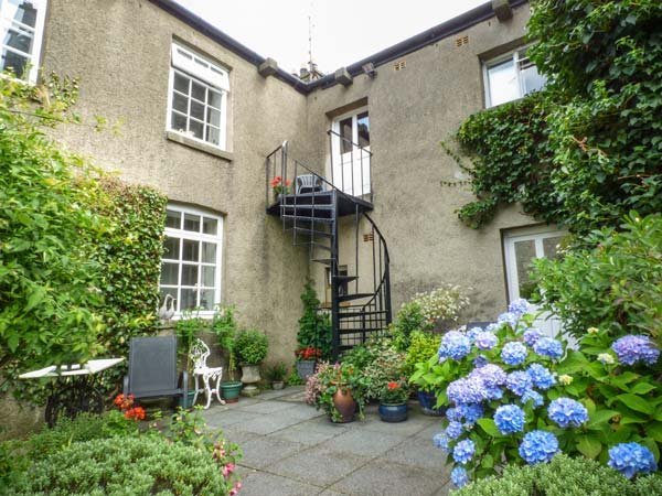 MILL BROW HOUSE, first floor apartment, WiFi, off road parking, close to amenities, in Kirkby Lonsdale, Ref 939706 - Image 1 - Kirkby Lonsdale - rentals
