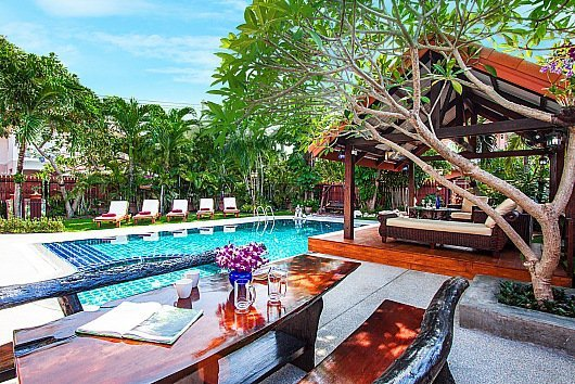 5 bed villa with pool 1km from beach - Image 1 - Jomtien Beach - rentals