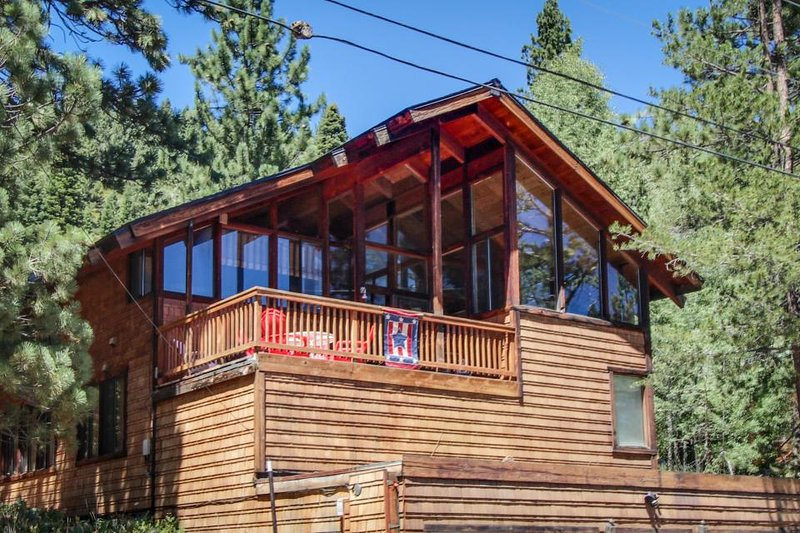 Spacious dog-friendly home, w/wood sauna, fireplace,  walk to ski lifts! - Image 1 - Alpine Meadows - rentals