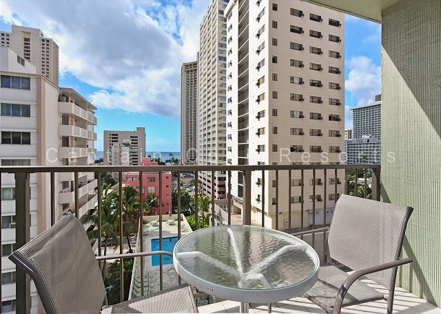 Relaxing Ocean View Lanai, central A/C, 5 min. walk to beach!  Sleeps 4. - Image 1 - Waikiki - rentals