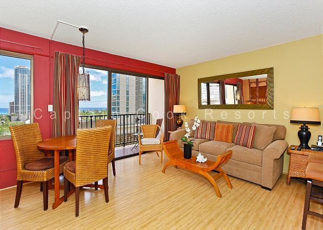 Beautiful eco-friendly studio with washer/dryer, FREE parking and WiFi! - Image 1 - Waikiki - rentals