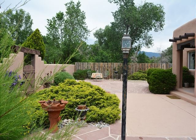 Private setting in heart of town, 1 block tree lined easy walk to Town - Image 1 - Taos - rentals