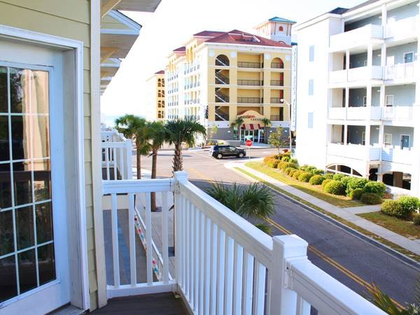 Huge townhouse for large families; walk to beach; air hockey table! +++ location - Image 1 - Myrtle Beach - rentals