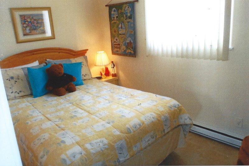 "New Master Bedroom, 32 \"" Flat screen on wall. - PLYMOUTH MANOR CONDOS  UNIT # 15  BEACH BLOCK - Ocean City - rentals"