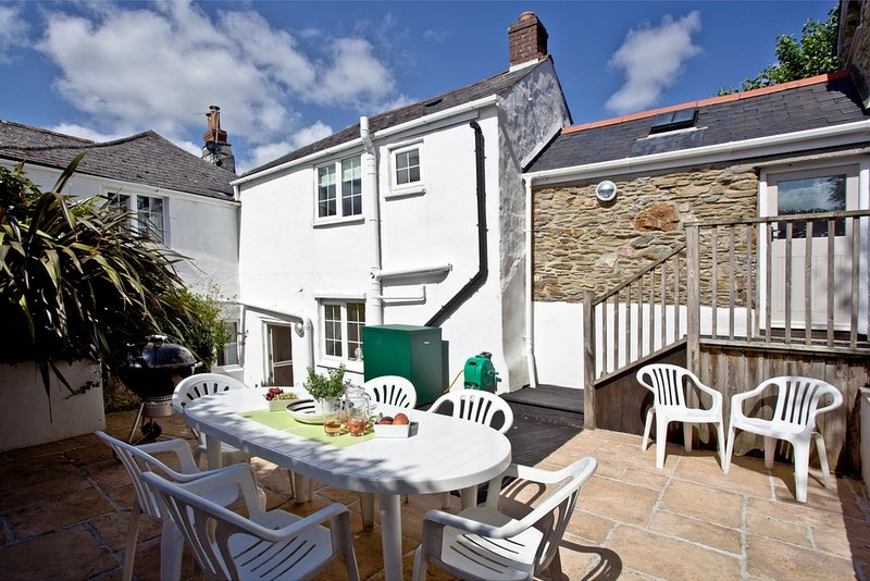 Willow Cottage, Kingston located in Kingston, Devon - Image 1 - Kingston - rentals