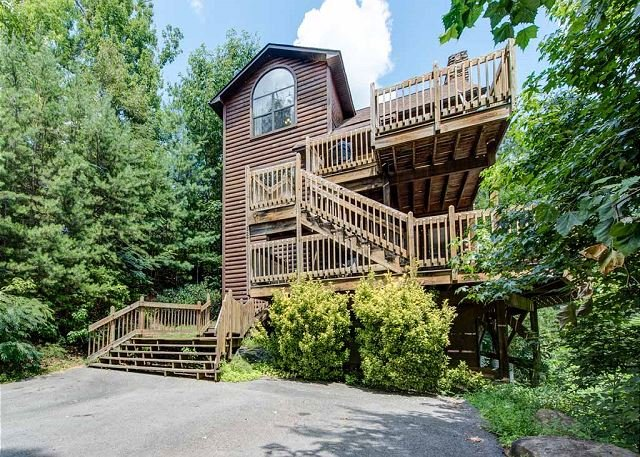 The more the merrier - Bear Camp Lodge  Near Downtown Mtn View Hot Tub Pool Table Free Nights - Gatlinburg - rentals