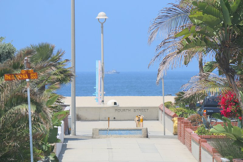 Steps to the Sand! - Image 1 - Hermosa Beach - rentals