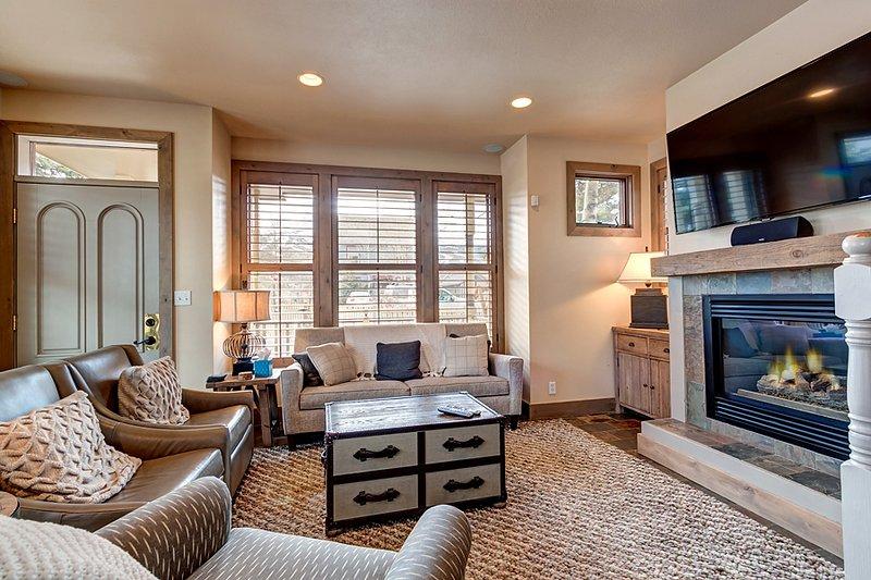Invitingly Furnished  4 Bedroom  - 1243-113683 - Image 1 - World - rentals