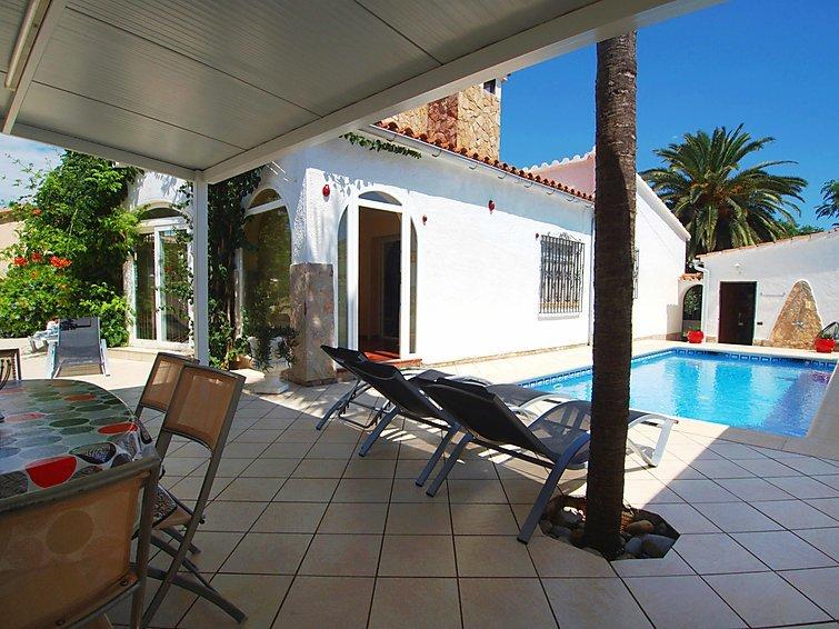 3 bedroom Villa in Empuriabrava, Costa Brava, Spain : ref 2010355 - Image 1 - Empuriabrava - rentals
