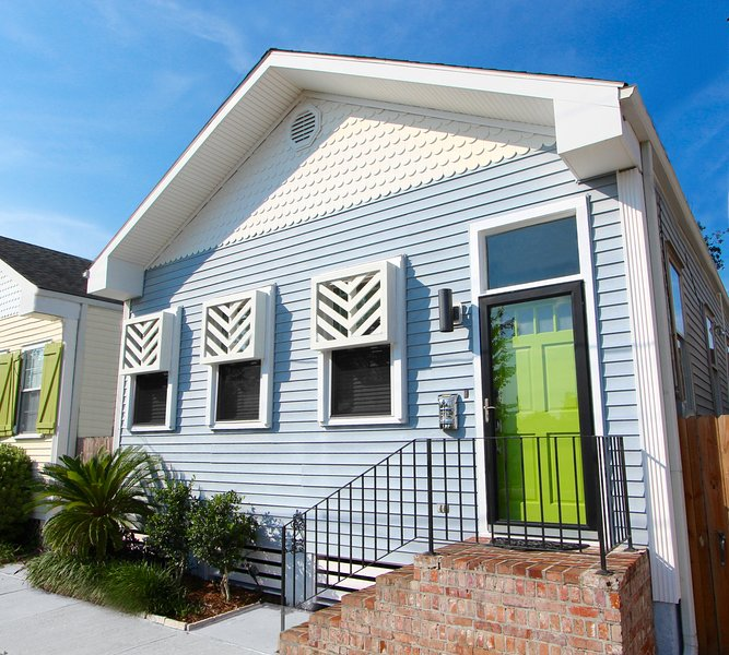 "Trendy Uptown Cottage....life's too short for BEIGE! - ""SUNNY EXPOSURE"" - UPTOWN New Orleans Getaway! - New Orleans - rentals"