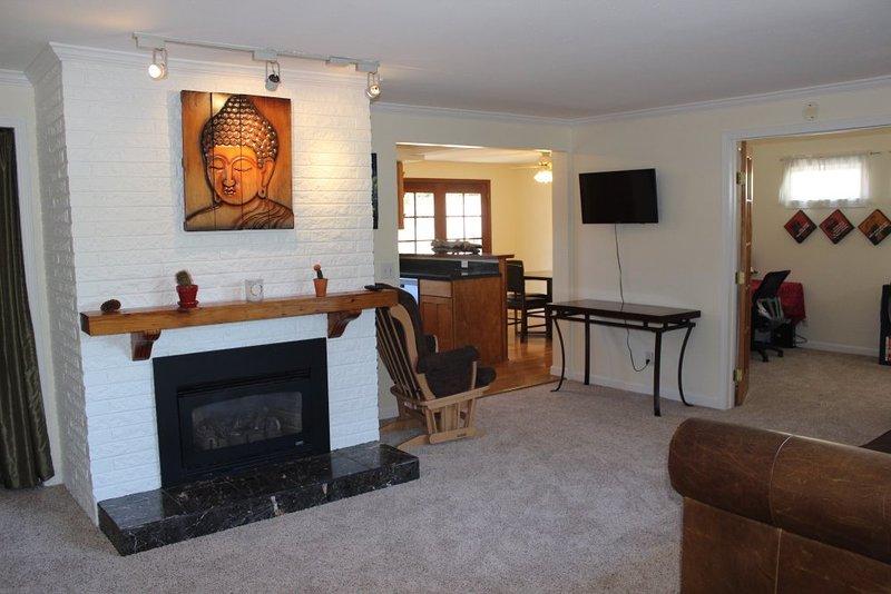 Furnished 3-Bedroom Home at 6th St & 7th Ave Kirkland - Image 1 - Kirkland - rentals