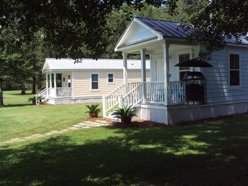 Old time fishing village atmosphere with modern conveniences. - $450/week. NO other FEES!!! Just add 6% Tax, No Kidding, Saturday to Saturday's - Gulf Shores - rentals