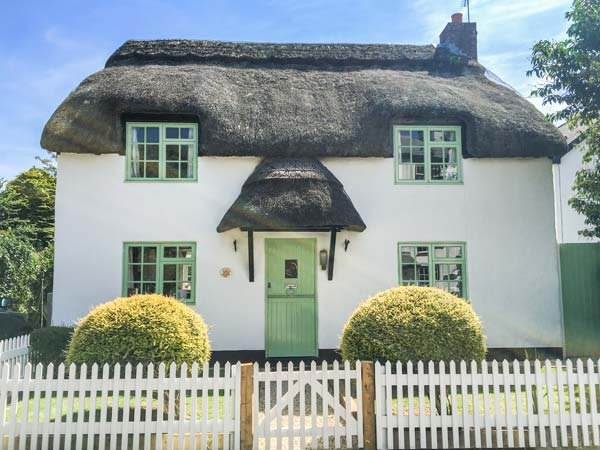 THATCHINGS, thatched cottage, multi-fuel stove, parking, garden, in Stratton, Ref 928534 - Image 1 - Stratton - rentals