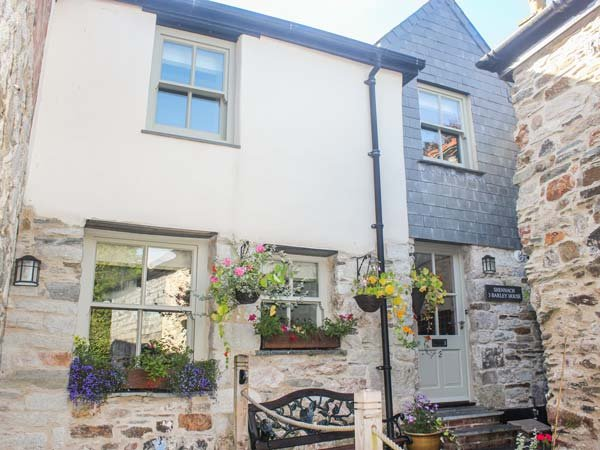 SHENNACH close to town centre, spacious accommodation in St Columb Major, Ref 938172 - Image 1 - Saint Columb Major - rentals
