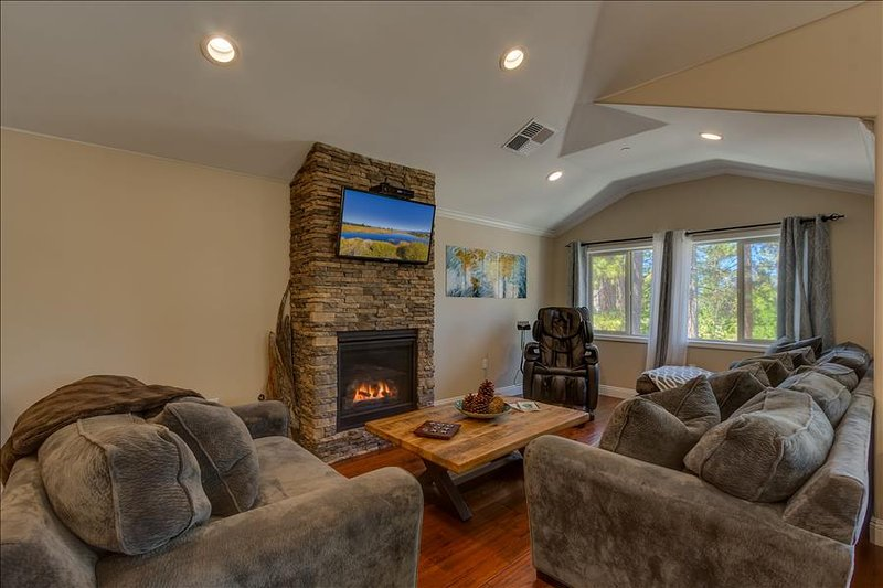 Tahoe Woods Oasis - Walk to Heavenly/Lake/Casinos, Massage Chair, Two Master Suites - Image 1 - South Lake Tahoe - rentals