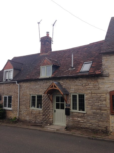 The cottage is situated in the village of Binton, 4 miles from Stratford upon Avon  - NEW!! - Brassknocker Cottage - Available Soon!! - Stratford-upon-Avon - rentals