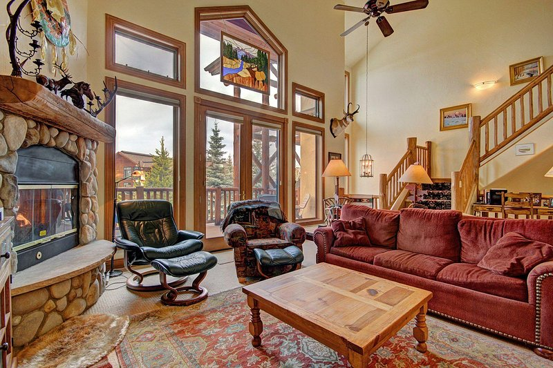 "SkyRun Property - ""CrossTimbers 2784"" - Come and relax in this spacious living room. - CrossTimbers 2784 - Steamboat Springs - rentals"