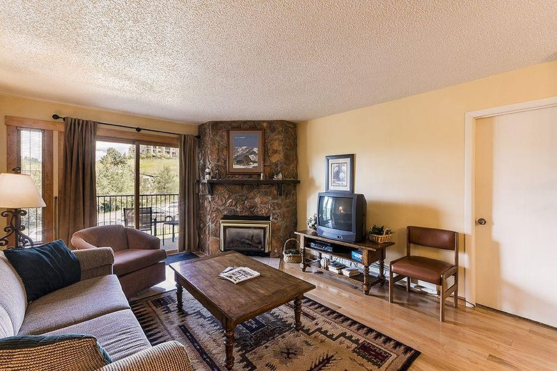 "SkyRun Property - ""Ski Inn 112"" - Come and relax in this welcoming living room! - Ski Inn 112 - Steamboat Springs - rentals"