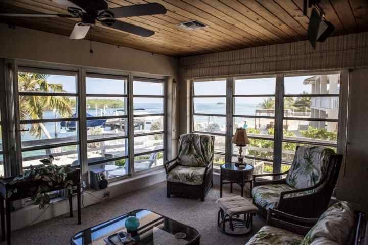 Rustic style living room. - Direct Ocean Access Home with Private Dock ** Perfect for Boaters & Fishermen - Pet Friendly! - Tavernier - rentals