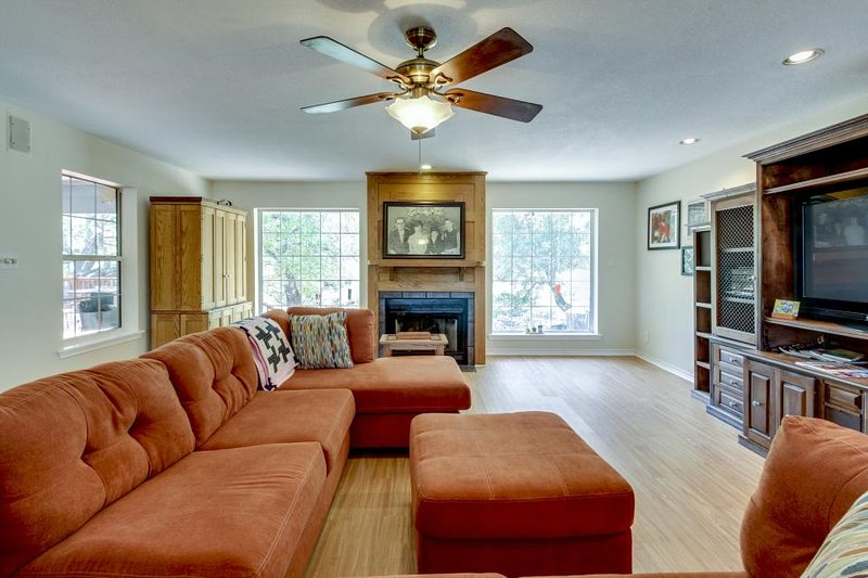 Spacious, family-friendly house w/huge deck, large backyard surrounded by nature - Image 1 - Harper - rentals