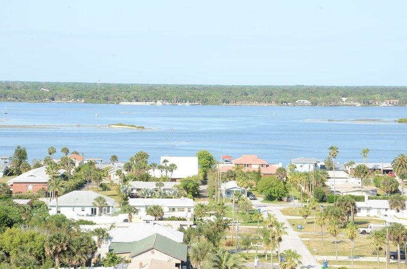 Fall $pecials - Vacation Condo T. Tower #1106 - Image 1 - Daytona Beach - rentals