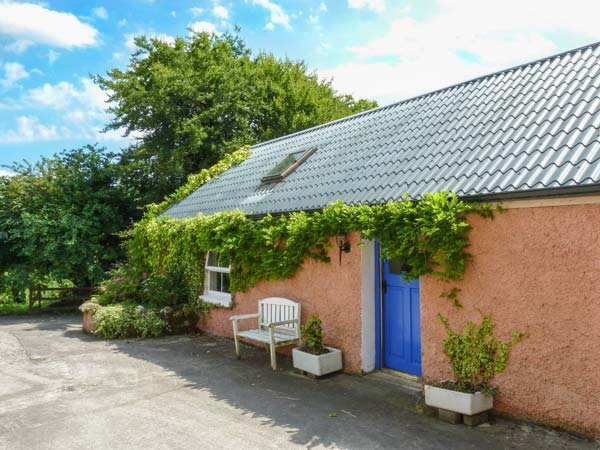 THE COTTAGE, pet-friendly, walks from the door, off road parking, Ballyconnell, Ref 936331 - Image 1 - Ballyconnell - rentals