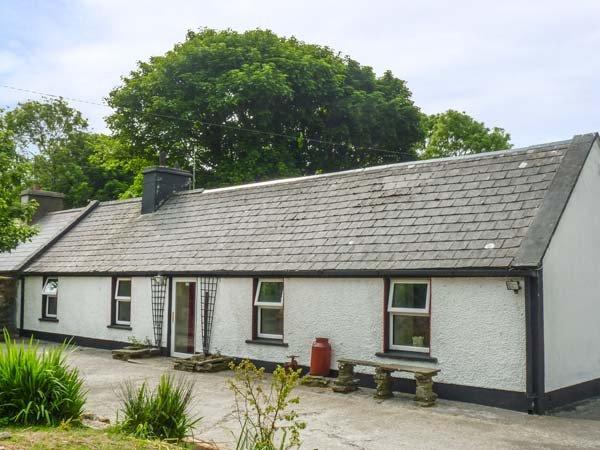 SAOIRSE, all ground floor, pet-friendly, countryside views, Ennistymon, Ref 939196 - Image 1 - Ennistymon - rentals