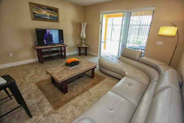 Living Area w/Leather Sectional Sofa, Flat Screen TV and Pool Access - 5303 Solterra - Davenport - rentals
