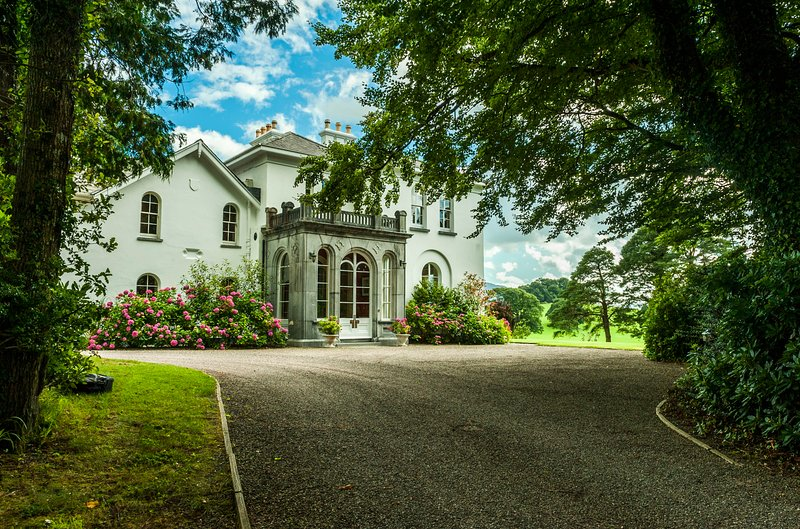 The main entrance to the manor Coolclogher House Killarney   - Luxury Manor 7 Beds 8 Baths in 68 Acre private Estate/Golf/Walking/Day-trips/Sea - Killarney - rentals