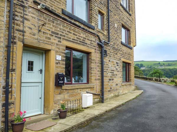 WOODLAND VIEW, in small hamlet, pet-friendly, covered patio, in Luddenden Foot, Ref 940788 - Image 1 - Luddenden Foot - rentals