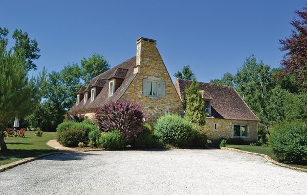 4 bedroom Villa in Montignac, Aquitaine, France : ref 2095702 - Image 1 - Saint-Amand-de-Coly - rentals