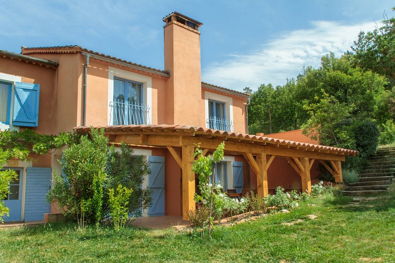 Sheltered terrace and entrance - Gite du Romarin, Pet-Friendly 3 Bedroom  Cottage with a Hot Tub - Brignoles - rentals