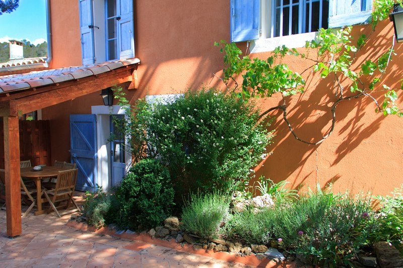 Private terrace and entrance - Gite de la Lavande, Pet-Friendly 3 Bedroom Cottage - Brignoles - rentals
