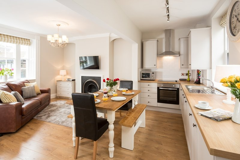 Cintra House located in Whitby, North Yorkshire - Image 1 - Whitby - rentals